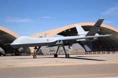 MQ9 Reaper: Unmanned Aerial Vehicle Side View 4  Dev's job is to fix theeese.