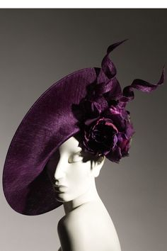 Philip Treacy. Why don't we wear hats in America again?? Come on, hats/headpieces = fabulous!
