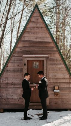 Head over to the blog to learn more on planning a unique and memorable Airbnb Wedding | Images by Avonne Photography, Karra Leigh Photography, Hope Allison Photography Winter Wedding Inspiration, Elopement Inspiration, Airbnb Wedding, Best Wedding Photographers, Cabins In The Woods, Couple Portraits, Wedding Looks, Wedding Images, Wedding Trends