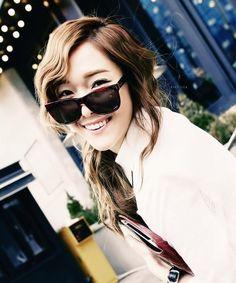 Jessica'nın gerçek saç rengi siyah'tır.