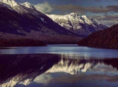 Desconectar para reconectar. Lago Espejo | Camino de los siete Lagos | Neuquén | Patagonia (Argentina) por @nasartbressan #ADNmochilero  Disconnect to reconnect. Lago Espejo | Camino de los siete Lagos | Neuquén | Patagonia (Argentina) by @nasartbressan #MeettheWorld Si quieres aparecer en nuestra galería incluye el hashtag #mochilerostv   by mochilerostv