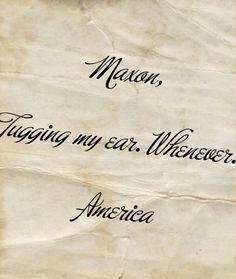 America en Maxon hadden hun eigen geheim teken, aan hun oor trekken. Als ze elkaar wilden spreken hoefden ze enkel dit teken te doen.