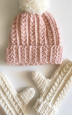 Terrific Pic double Crochet for Beginners Thoughts Rookie crocheter? We've got received every one of the suggestions you would like as a crochet expe Crochet Adult Hat, Bonnet Crochet, Crochet Gloves, Crochet Scarves, Crochet Baby, Knitted Hats, Easy Crochet Hat, Headband Crochet, Crochet Beanie Pattern