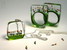 von Geschmeideunterteck Source by Ice Resin, Resin Ring, Resin Jewelry, Jewelry Crafts, Handmade Jewelry, Resin Necklace, Resin Crafts, Resin Art, Sharpie Crafts