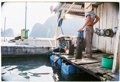 """dzunglv: """"Life on the boat Many farmers and fishers living on boats and rafts around Cat Ba island. Each boat not only contains all functions of a living house, but also becomes where people are. Cat Ba Island, Rafting, Vietnam, Fish, Fujifilm, Farmers, Floors, Boats, Travel"""