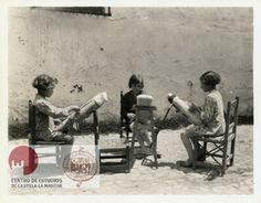 Jóvenes encajeras de Moral de Calatrava (Ciudad Real). 1930