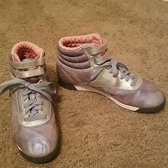 *SALE* Classic Reebok shoes Classic Reebok high-top shoes, size 8 1/2. Good condition! Reebok Shoes Sneakers