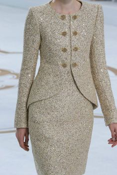 Find the Chanel Fall 2014 Couture Fashion Show – Magda Laguinge: at There's just something about designer goods – they're. Chanel Couture, Couture Fashion, Fashion Show, Fashion Design, Couture Style, Fashion Tips, Paris Fashion, Fashion Fashion, Retro Fashion