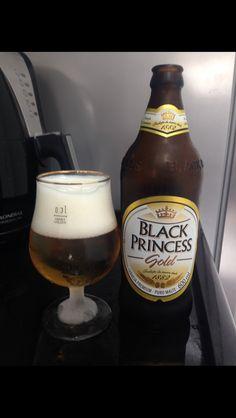 Black Princess Gold é uma cerveja pilsen especial, feita com água das montanhas, ingredientes e o mais puro malte, importados que lhe conferem um sabor nobre e marcante, à altura dos mais de 100 anos de história da marca. Graduação alcoólica 4,7%.