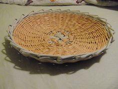 centro e mesa/frutero hecho con papel de periódico
