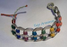 Bracelet with can clips Pop Top Crafts, Can Tab Crafts, Can Tab Bracelet, Pop Can Tabs, Yarn Bracelets, Craft Club, Recycled Jewelry, Capsule, Wire Jewelry
