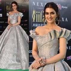 Grace par excellence at the green carpet of Indian Gowns Dresses, 15 Dresses, Fashion Dresses, Desi Wedding Dresses, Event Dresses, Classic Wedding Dress, Classy Dress, Couture Fashion, Designer Dresses
