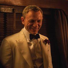 Daniel Craig, James Bond, Special Guest, Abraham Lincoln, Famous People, Shit Happens, Finger, Smile, Fingers