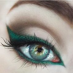 Love! Tori Biohazard created this exquisite emerald winged liner look using #Sugarpill Junebug and #ConcreteMinerals Swamped eyeshadows.