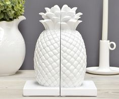 PIN: sjashleymarie // Pineapple Bookends
