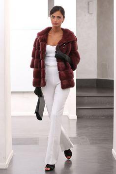 Female Mink Fur Jacket with hooks and button at the collar. Giacca di Visone Femmina con gancetti e bottone al collo. #elsafur #fur #furs #furcoat #mink #vest #gilet #jacket #giacca #peliccia #pellicce