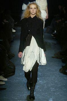 Ann Demeulemeester Fall 2005 Ready-to-Wear Fashion Show - Gemma Ward