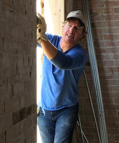 BHG article: Chip Gaines' best advice for fixing up your favorite space. *Have to scroll past some ads to get the whole article, but not a slideshow! Cummins Power Generation, Small Kitchen Set, Chip Gaines, Japanese Chef, Farmhouse Side Table, Home Improvement Loans, Cute Dorm Rooms, Wall Bar, Morning Motivation