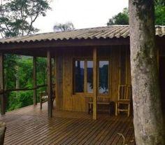 BI682688 - El Soberbio - Misiones. Tipo: Lodge 2* de 4 cabañas Lodge 2* de 4 cabañas. Sup. cub.: 260 Mts2 - Terreno: 11.000 Mts2 - Estado: Muy bueno. Ubicado a 12 km del parque provincial de Moconá Restaurante Jardín. Estilo alpino, disponen de balcón amueblado con vistas al río Uruguay , chimenea, baño privado, toallas y ropa de cama.
