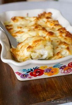 Scalloped Potatoes in White Sauce - Pilar's Chilean Food & Garden Potato Recipes, Vegetable Recipes, Chilean Recipes, Chilean Food, Potatoes Au Gratin, White Sauce, Latin Food, 30 Minute Meals, Macaroni And Cheese