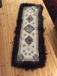 Gave til svigerinne Gave, Sheepskin Rug, Shag Rug, Roots, Scandinavian, Products, Decor, Shaggy Rug, Decoration