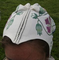 Openwork seam on the top of the embroidered Elizabethan coif