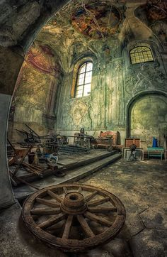 Abandoned Chapel in the Castle (PL) 2013