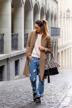 Soraya Bakhtiar wears distressed denim and brogues with a feminine camel coat and leopard bag // #StreetStyle #Fashion