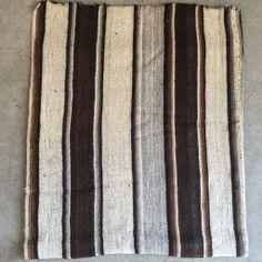 Manta de Lana de Alpaca. Hecho en Chile. Textiles, Chile, Wool Blanket, Bed Covers, Rugs, So Done, Tejidos, Accessories, Chili Powder