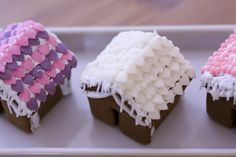 Mini Gingerbread houses, decorated for Christmas #minigingerbread #christmas