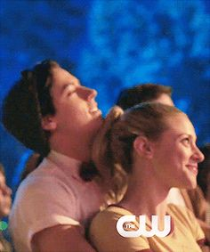 My favorite Archie Comics characters since childhood, the beautiful buddies Betty Elizabeth Cooper and Jughead Forsythe Jones! Played by Lili Reinhart & Cole Sprouse in the CW & Netflix series. Watch Riverdale, Bughead Riverdale, Riverdale Archie, Riverdale Funny, Riverdale Memes, Riverdale Betty And Jughead, Cole Spouse, Lili Reinhart And Cole Sprouse, Betty & Veronica