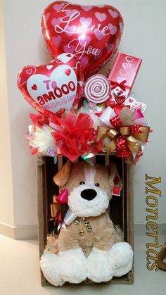 La Bienheureux-Valentin orient considérée ainsi l' - St Valentin Fleurs Valentines Day Baskets, Valentines Day Decorations, Valentine Day Crafts, San Valentin Ideas, Saint Valentin Diy, Valentine Bouquet, Valentines Flowers, Candy Bouquet, Balloon Bouquet
