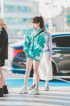 Cute cold morning outing fit idea Kpop Girl Groups, Korean Girl Groups, Kpop Girls, Kpop Fashion, Korean Fashion, Girl Fashion, Airport Fashion, K Pop, Nayeon