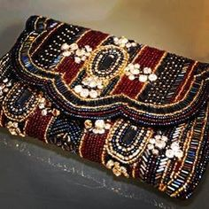 CETIN ACESSÓRIOS - Sob medida para você!: TENDÊNCIAS Beaded Clutch, Beaded Purses, Beaded Bags, Embroidery Bags, Couture Embroidery, Chanel Shopping Tote, Traditional Trends, Potli Bags, Purse Patterns