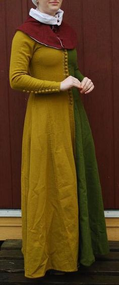 "14th century kirtle by ~o0-Pangea-0o on deviantART   ""Parti-coloured"""