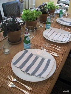 Cute casual table setting & Beachy casual table setting - green accents are cute for St ...