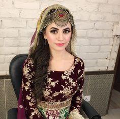 Love the Kashmiri headpiece! Pakistani Bridal Makeup, Bridal Mehndi Dresses, Pakistani Wedding Outfits, Pakistani Dresses, Afghan Clothes, Afghan Dresses, Afghan Wedding, Muslim Women Fashion, Bridal Makeover