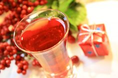 Cranberry Cookie - Here's a shooter in honor of those delicious little fruits, and the darling cookies. Amaretto and cranberry juice is all it takes. nom