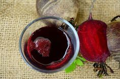 Beetroot pomegranate juice has many health benefits. It is fantastic as pre/post workout drink. Read the simple recipe and the benefits of this juice. Smoothie Detox, Smoothie Recipes, Juice Recipes, Anti Pickel Creme, Beetroot Benefits, Anemia, Green Tea Diet, Fermented Foods, Beets