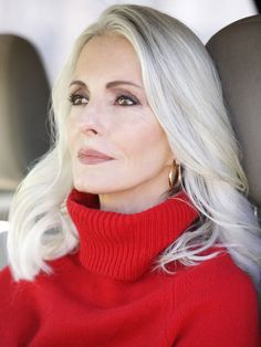 Grey is the new Black: 30 Frisuren für graue Haare Gray is the new Black: 30 hairstyles for gray hair Long Gray Hair, Silver Grey Hair, White Hair, White Blonde, Shampoo For Gray Hair, Hair Shampoo, Older Women Hairstyles, Gray Hairstyles, Scene Hairstyles