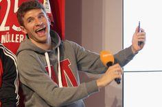 Thomas Müller steht kurz vor der Vertragsverlängerung. Der FC Bayern reagiert damit auf die Abwerbeversuche aus England. Weltmeister Müller könnte in eine neue Gehaltsdimension vorstoßen.