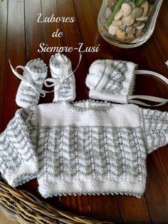 Os presento otro conjunto para mi nieta Paula.Talla primera postura MATERIALES - Lana bebé - Algodón egipcio nº 5 - Agujas 2... Baby Sweater Knitting Pattern, Baby Knitting Patterns, Knitting Designs, Baby Patterns, Baby Girl Dresses, Baby Dress, Scandinavian Pattern, Bebe Baby, Crochet Baby Clothes