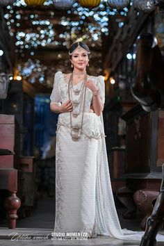 Kb White Saree Wedding, Sari Wedding Dresses, Bridal Sari, Elegant Wedding Dress, Indian Bridal, Bridal Dresses, Asian Bridesmaid Dresses, Bridesmaid Saree, Sri Lankan Wedding Saree