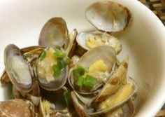 Japanese Littleneck Clams Steamed in Sake Recipe -  Are you ready to cook? Let's try to make Japanese Littleneck Clams Steamed in Sake in your home!