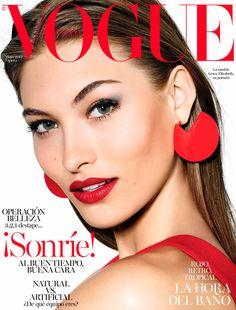 '¡Sonríe!', te pide Grace Elizabeth desde la portada de #VogueMayo © Richard Burbridge Realización: Juan Cebrián