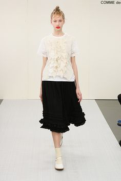 トリコ・コム デ ギャルソン 2015-16年秋冬コレクション - 装いに乙女の表情を持たせて | ニュース - ファッションプレス