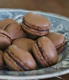 Blogista löydät makeita ja suolaisia herkkuja, kauniita kuvia ja videotutoriaaleja. Innostu ja Inspiroidu leivonnasta!