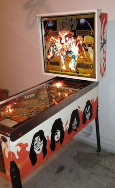VINTAGE KISS BALLY PINBALL MACHINE!!!!
