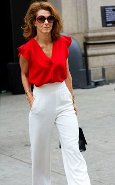 NY Fashion week is a way for women to express their creativity and act out their inner most fashion fantasies! Take a look at this street style. Red Top Outfit, White Pants Outfit, Red Blouse Outfit, Ny Fashion Week, Look Fashion, Fashion Outfits, Street Fashion, Airport Fashion, Fall Fashion