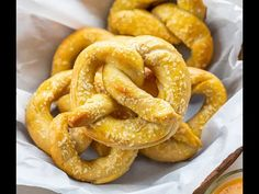 Sourdough Pretzels are homemade pretzels made with your sourdough starter and sprinkled with your choice of sweet or savory toppings. Sourdough Pretzel Recipe, Sourdough Starter Discard Recipe, Sourdough Cinnamon Rolls, Sourdough Biscuits, Sourdough English Muffins, Making Sourdough Bread, Flaky Biscuits, Sourdough Recipes, Homemade Soft Pretzels